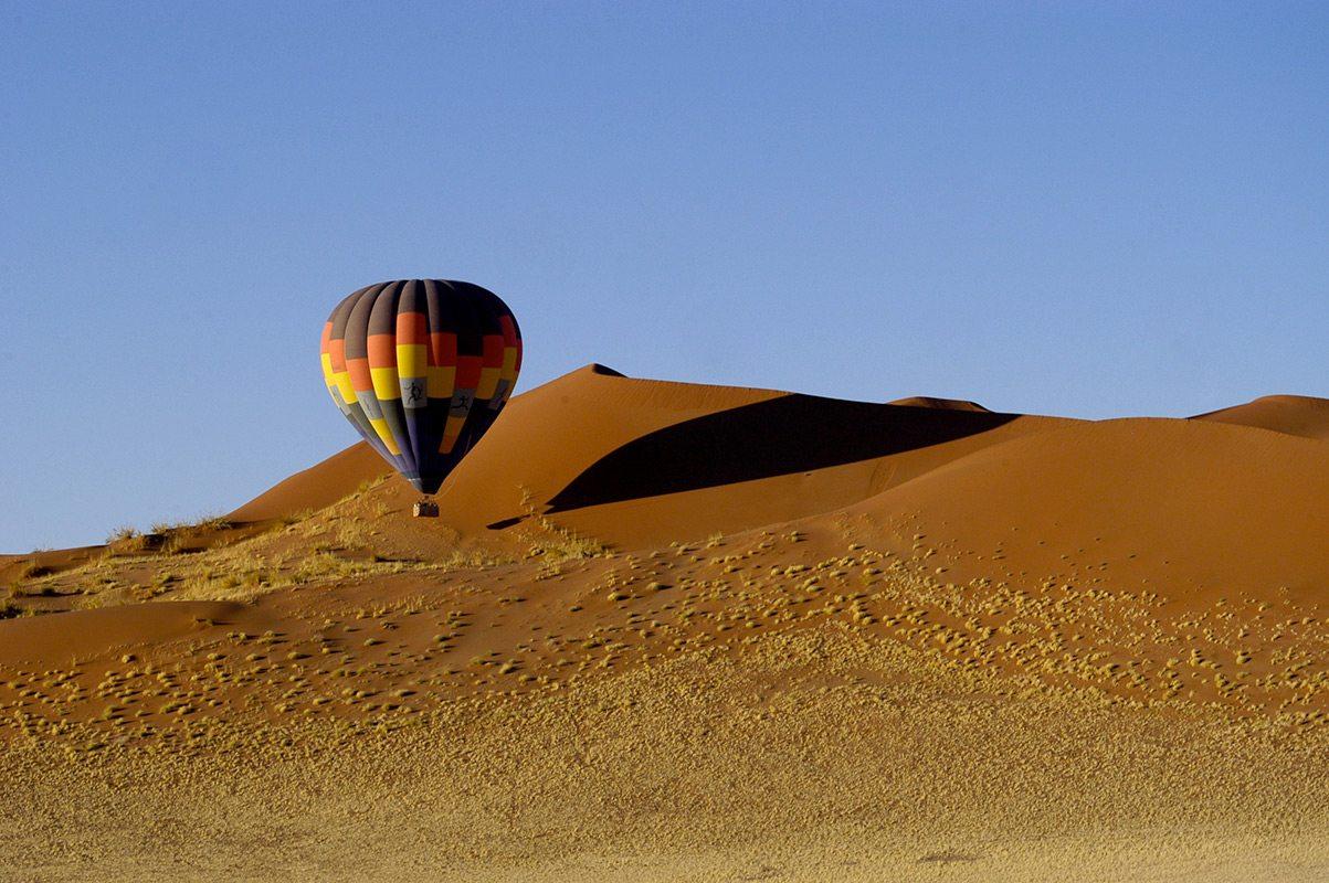 namibia_sossusvlei_namibskyballoonsafaris_balloonindunes8